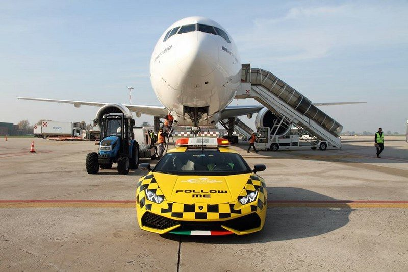 lamborghini-huracan-follow-me-car-aeroport-bologne-019