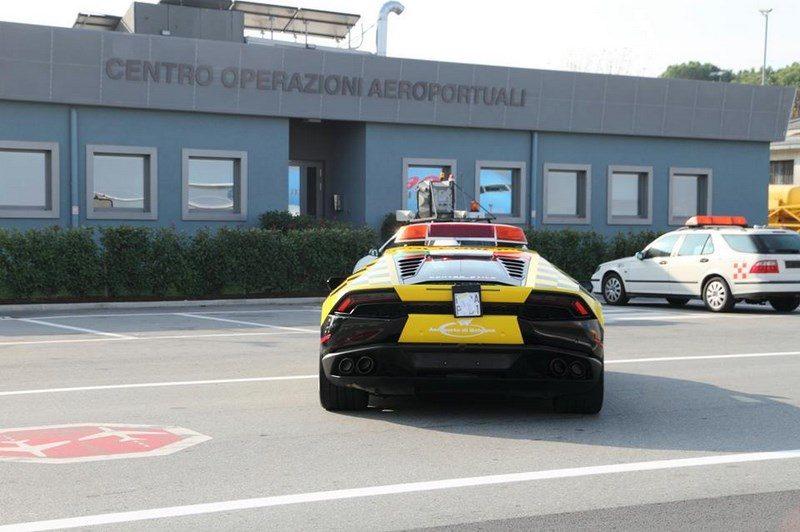lamborghini-huracan-follow-me-car-aeroport-bologne-005