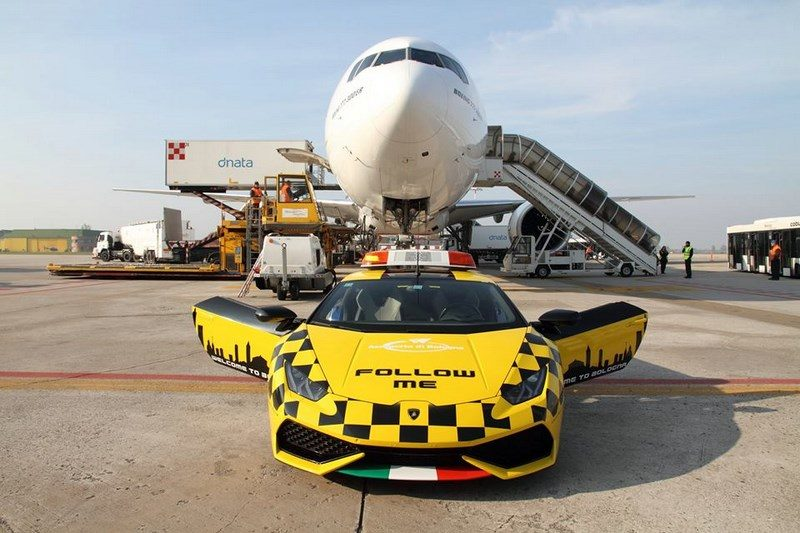 lamborghini-huracan-follow-me-car-aeroport-bologne-008