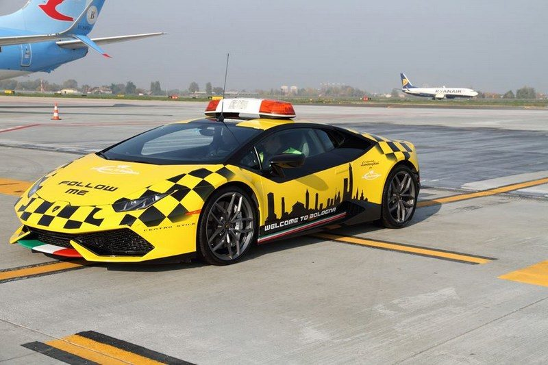 lamborghini-huracan-follow-me-car-aeroport-bologne-020