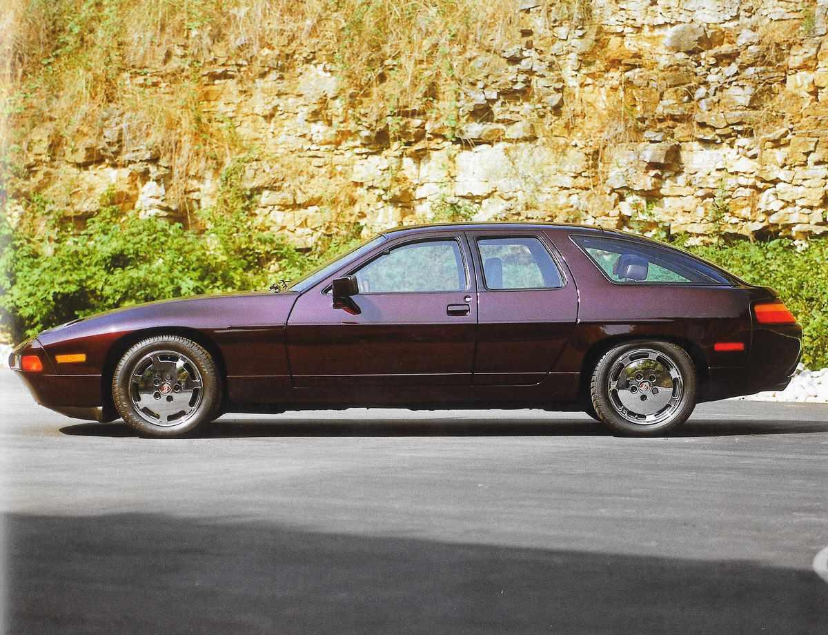 Porsche 928 H 50 de 1987 - 2 Porsche 928 à 4 portes au design arrière différent
