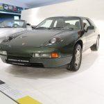 Exposition de la Porsche 928-4 longue à 4 places de 1984 de Ferry Porsche au salon Rétromobile 2017