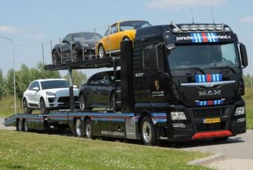 Un camion de transport MAN pour le Centre Porsche Gelderland aux Pays-Bas