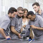 Porsche aide les réfugiés à acquérir des qualifications pour le marché de l'emploi