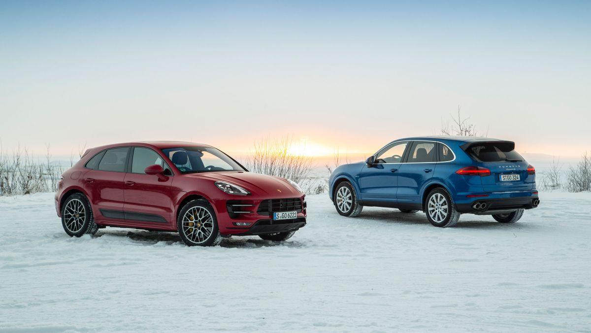 Conduite hivernale sur neige avec des Porsche Macan et Cayenne en Laponie