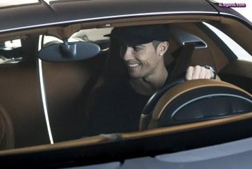 Le footballeur Cristiano Ronaldo a testé la Bugatti Chiron à Madrid