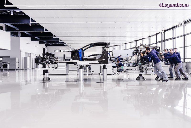 visite au sein de l atelier de production de la bugatti chiron molsheim. Black Bedroom Furniture Sets. Home Design Ideas