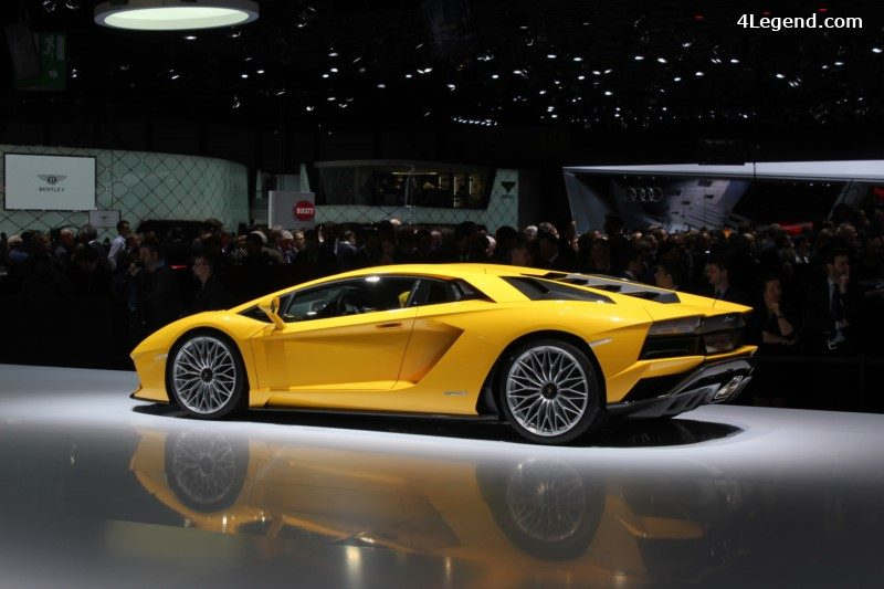 la lamborghini aventador s est affich e au prix de 282 000 euros ht les premi res livraisons. Black Bedroom Furniture Sets. Home Design Ideas