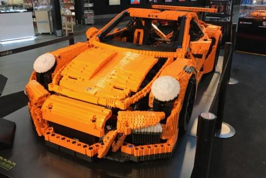 Une Porsche 911 GT3 RS LEGO Technic à taille réelle