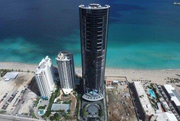 La Porsche Design Tower Miami sert d'abri à des supercars face l'ouragan Irma