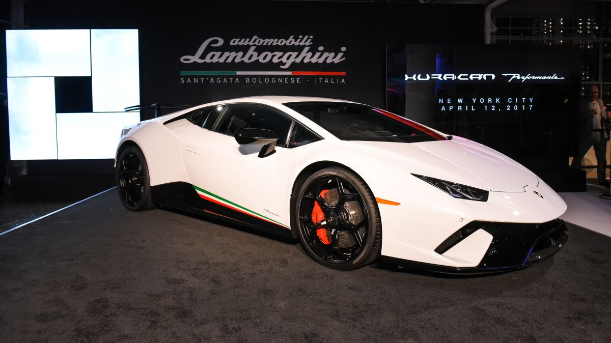 d buts de la lamborghini hurac n performante en am rique du nord new york. Black Bedroom Furniture Sets. Home Design Ideas