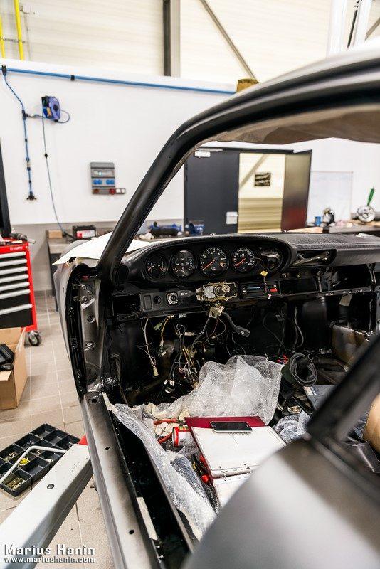 pisode 5 restauration d une porsche 911 carrera 3 2 clubsport de 1988 par le centre porsche. Black Bedroom Furniture Sets. Home Design Ideas