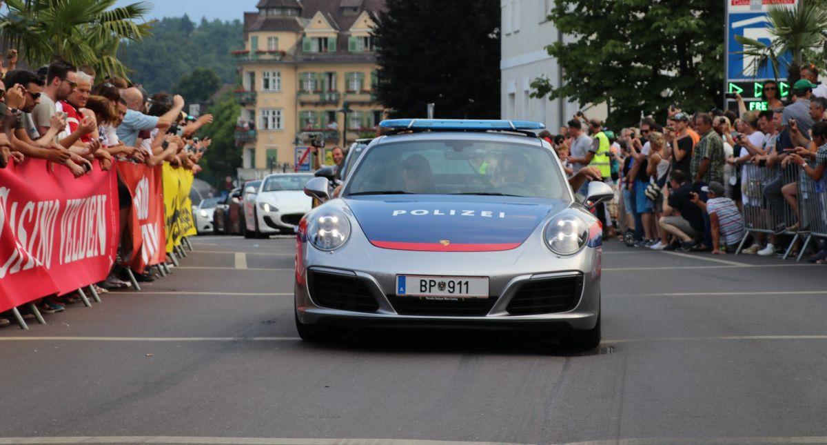 Livraison d'une nouvelle Porsche 911 Carrera à la Police autrichienne qui a une longue tradition avec Porsche