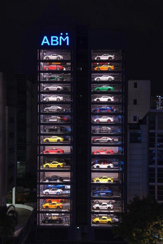 Un Distributeur Automatique Innovant De Voitures Porsche Lamborghini Audi Ferrari 224 Singapour