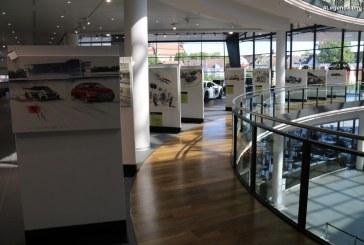 Exposition d'aquarelles de Uli Ehret à l'Audi Forum Neckarsulm pour les 50 ans de la NSU Ro 80