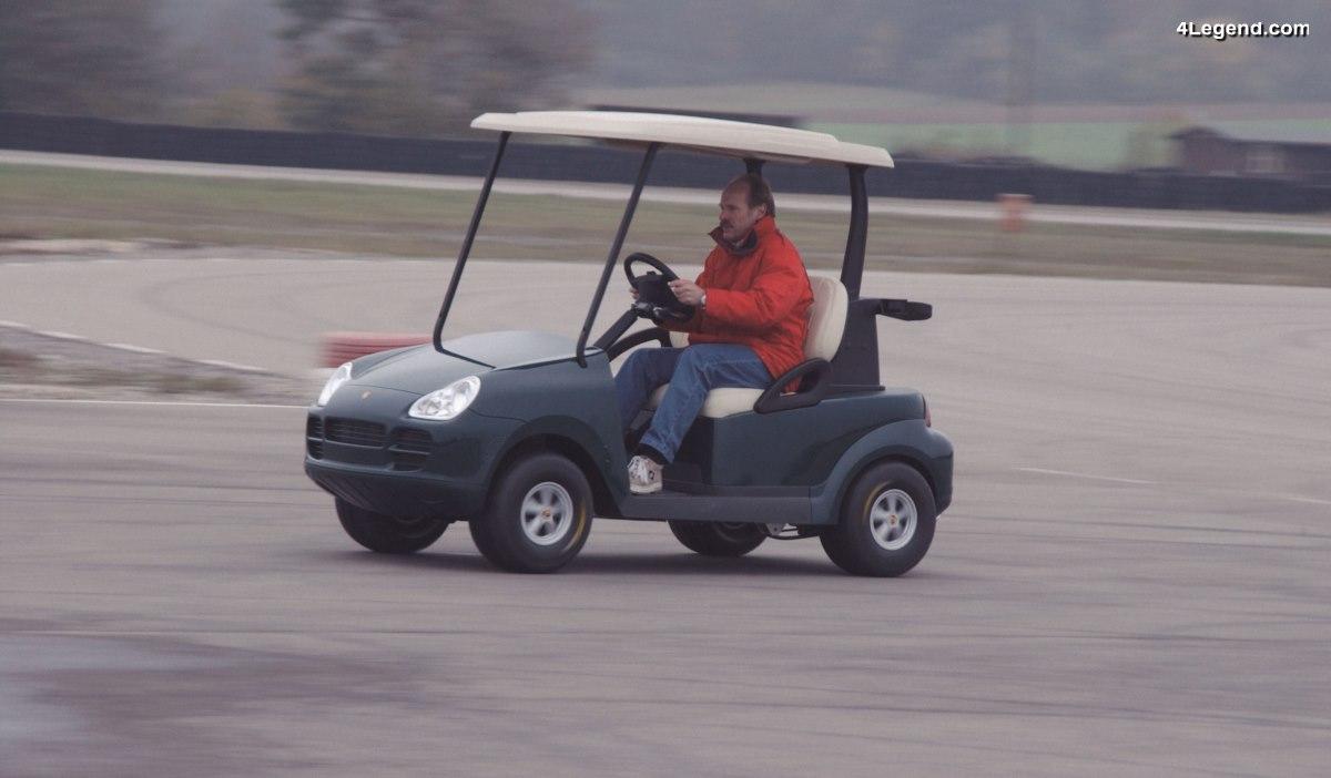 Une voiturette de golf Porsche Cayenne développée par Porsche à l'échelle 1: 2