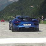 Drag race impressionnant entre des Porsche 959, 911 GT1, Carrera GT, 918 Spyder, RUF CTR3 et autres supercars en Suisse