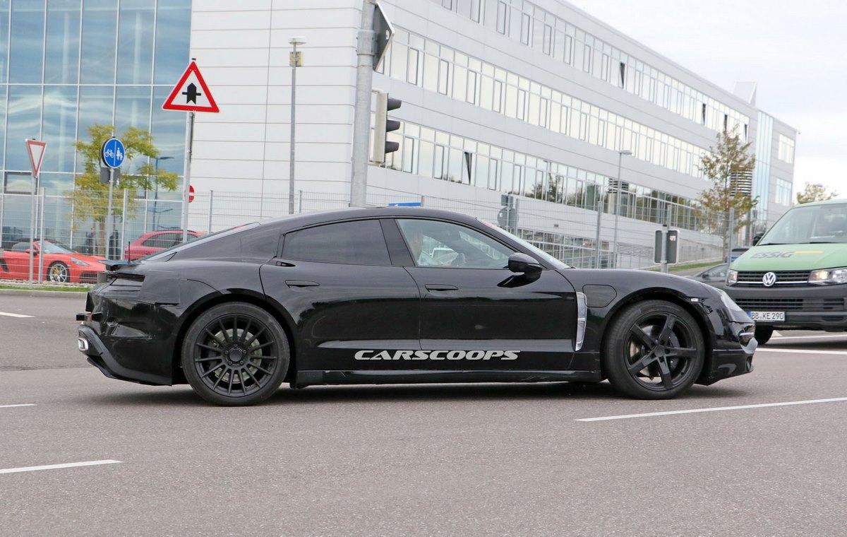 Spyshots de la future Porsche électrique dérivée de la Porsche Mission E