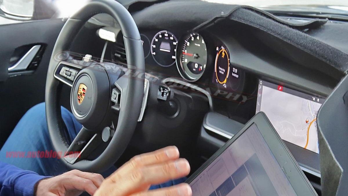 Spyshots de l'intérieur digital de la future Porsche 911 Type 992 qui se dévoile