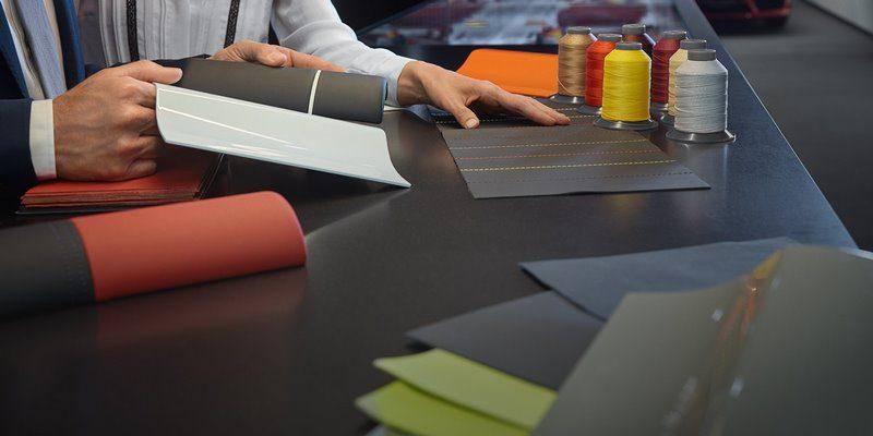 les centres porsche levallois et antibes sont les premiers centres porsche exclusive manufaktur. Black Bedroom Furniture Sets. Home Design Ideas