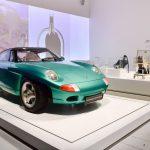 Exposition «Driven by German Design» mettant en avant Porsche, Audi et VW au Qatar Museums Gallery Al Riwaq