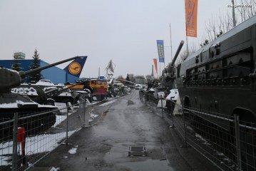 Visite de l'Auto & Technik Museum Sinsheim – Exposition extérieure de blindés et d'un Canadair
