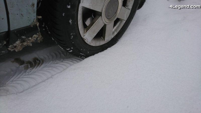 blocage des routes en idf sous la neige la faute de tr s nombreux automobilistes imprudents. Black Bedroom Furniture Sets. Home Design Ideas