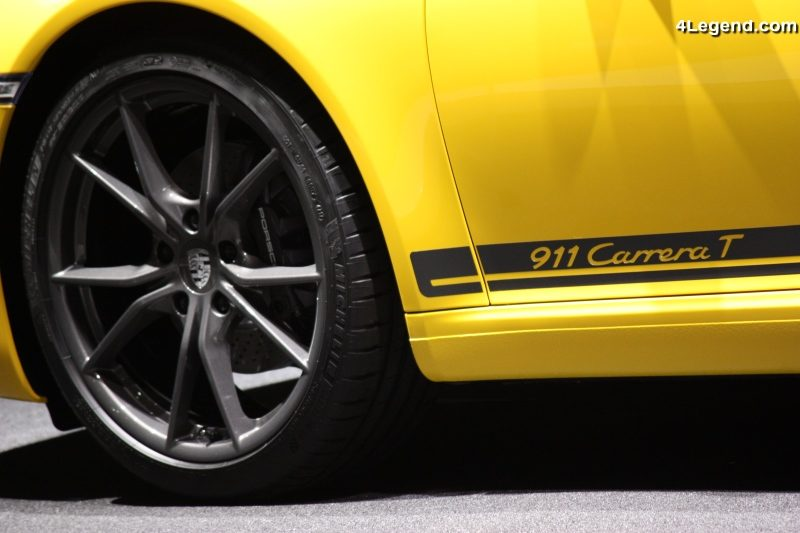 57ee73e7aa L'équipement de la Porsche 911 Carrera T est conçu pour assurer la  sportivité et la légèreté : la lunette arrière et les vitres latérales  arrière sont en ...