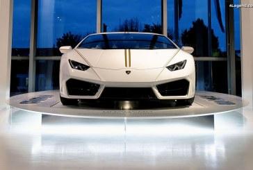 Exposition au Musée Lamborghini de la Lamborghini Huracán RWD donnée au Pape François