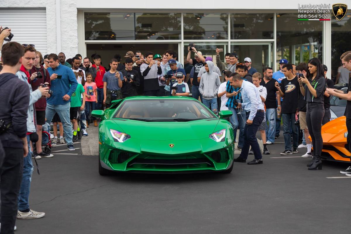 Lamborghini Aventador SV Miura SV Tribute de 2018 - Une Aventador SuperVeloce verte en hommage à la Miura SV verte châssis 4846