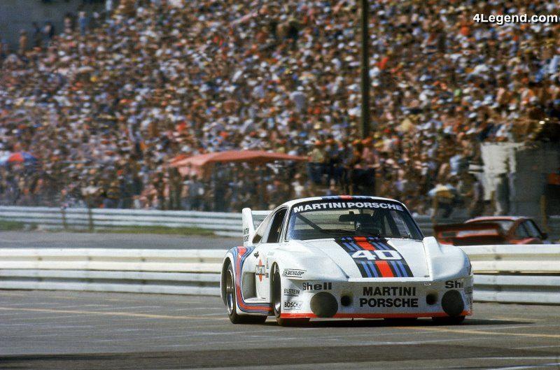Porsche propose en accessoire la d coration martini racing for Housse porsche 911