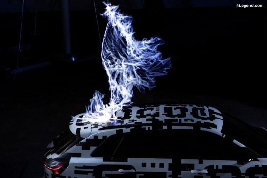 Le prototype Audi e-tron dans une cage de Faraday – Les différents moyens de recharge proposés