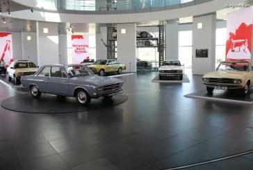 Exposition «De zéro à 100» à l'Audi museum mobile – L'histoire des Audi 100 et 200 avec des modèles uniques
