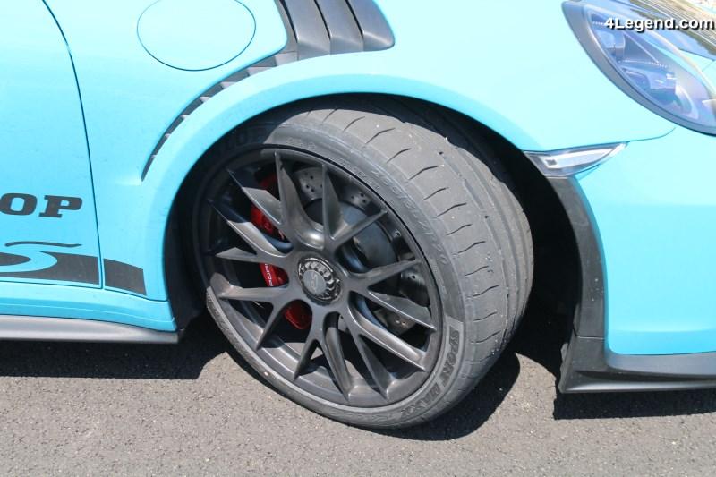 le contour du pneu a galement t optimis afin d avoir une pression de contact au sol la plus. Black Bedroom Furniture Sets. Home Design Ideas