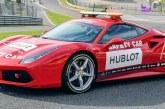 Le pneu Pirelli P Zero Color Edition équipe la voiture de sécurité lors du Ferrari Challenge
