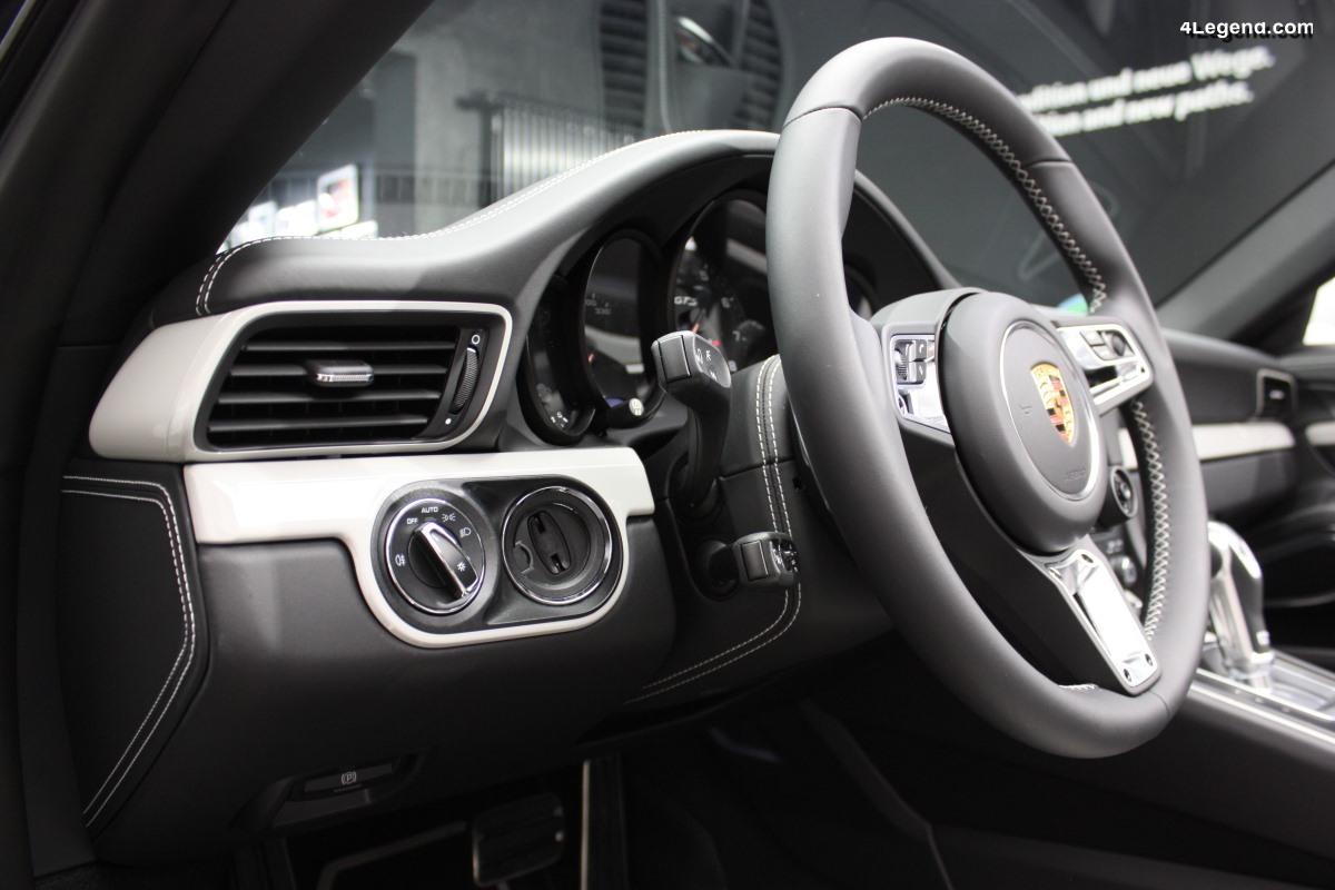 Anecdote - Pourquoi la clé de contact est-elle à gauche sur la plupart des modèles Porsche?