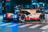 Traversée nocturne de Bangkok de la Porsche 919 Tribute