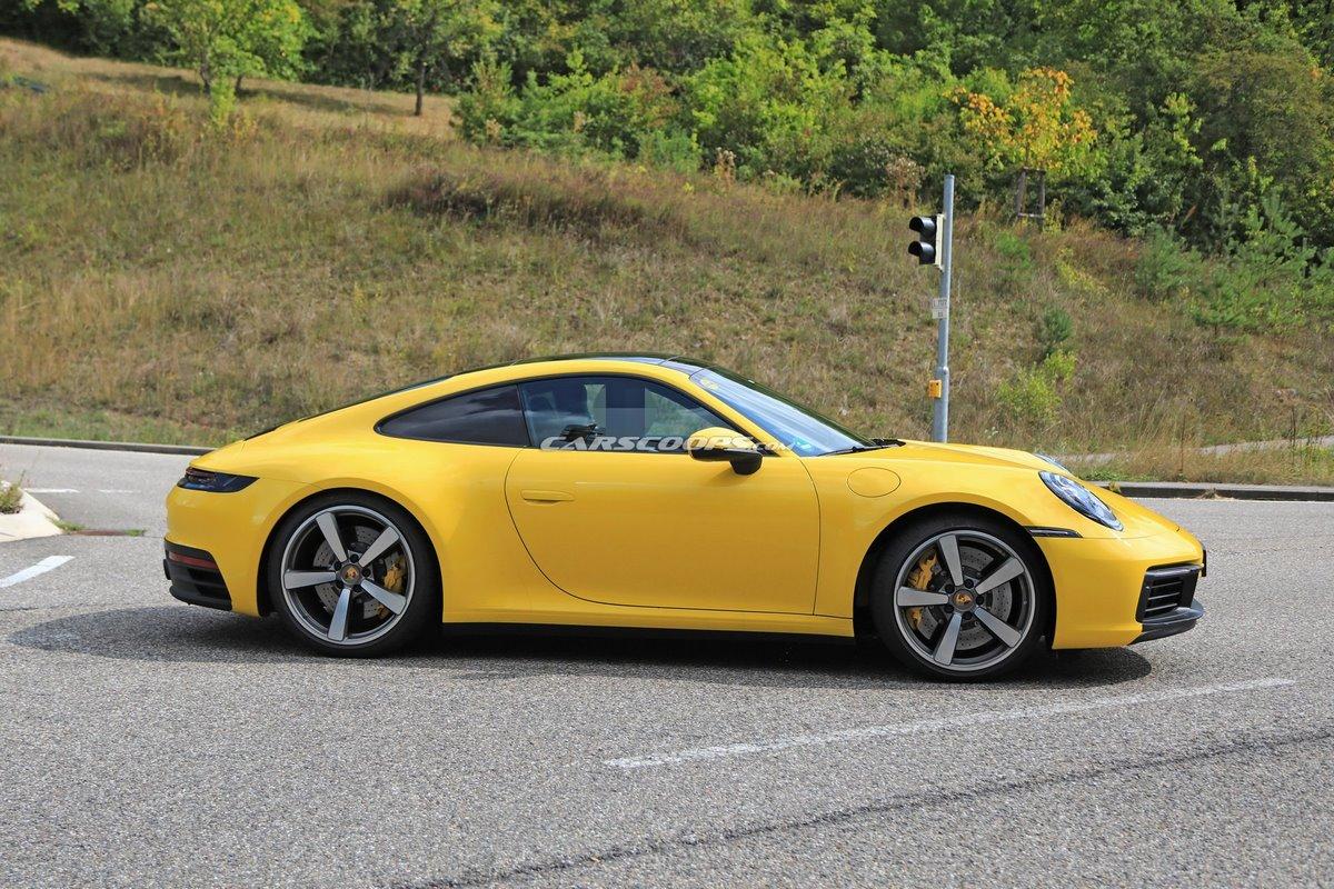 Spyshots - Porsche 911 Type 992 colorées et intérieur dévoilé