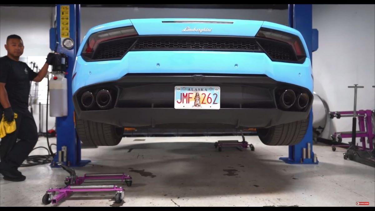 Anecdote - Comment changer l'huile d'une Lamborghini Huracán?