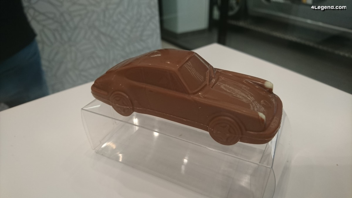 Porsche 911 Carrera 2 Type 964 en chocolat - Heilemann Confiserie