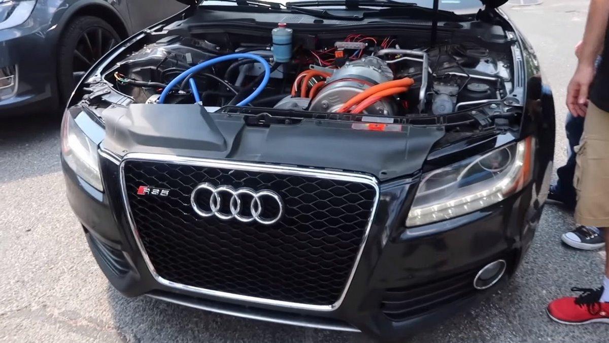 Une Audi S5 avec un moteur électrique de Tesla - Le swap ultime