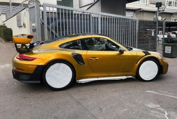 Porsche 911 GT2 RS en Explosive Gold Chromaflair par Porsche Exclusive Manufaktur