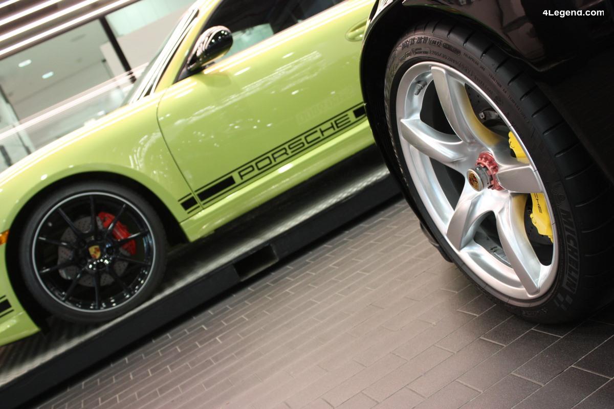 Anecdote - Origine des couleurs différentes sur les écrous centraux des jantes Porsche
