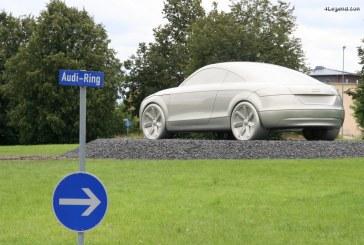 Une sculpture géante d'une Audi TT en tant que symbole de la ville d'Ingolstadt