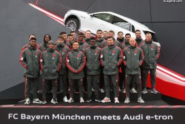 Le club de football FC Bayern rencontre l'Audi e-tron à Munich