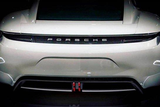 Première photo de la Porsche Taycan sans camouflage