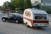 Caravane et Audi ancienne : le parfait combo pour un road trip
