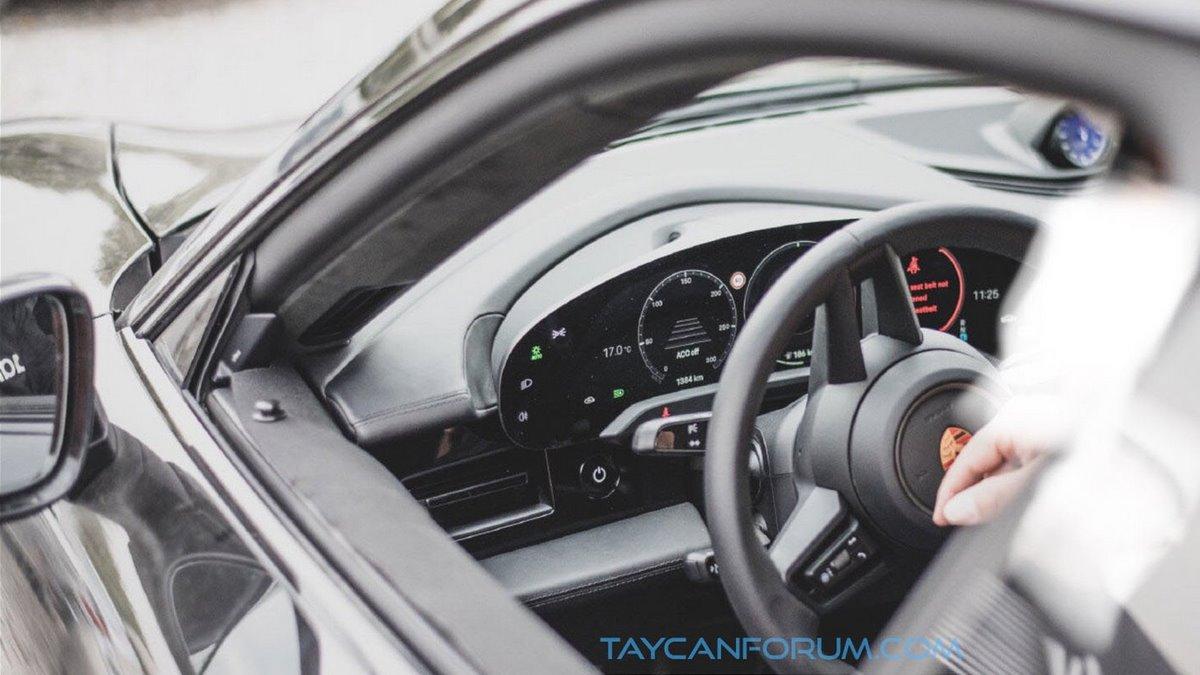 Spyshsots de l'intérieur du Porsche Taycan