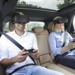 Porsche présente son système de divertissement VR pour les passagers arrière avec «holoride»