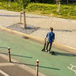 Audi e-tron Scooter – Audi combine la trottinette électrique avec un skateboard